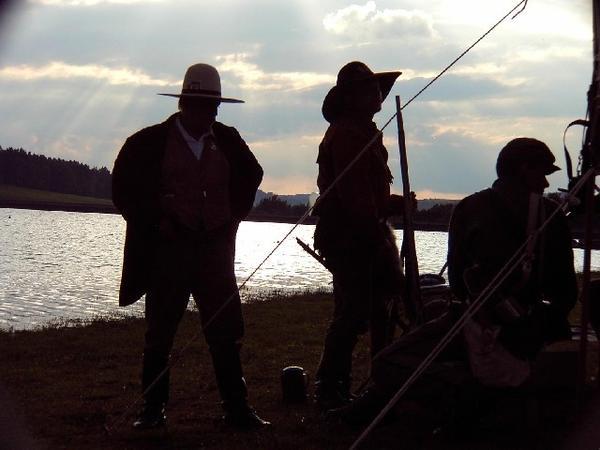 Cowboys in der untergehenden Abendsonne